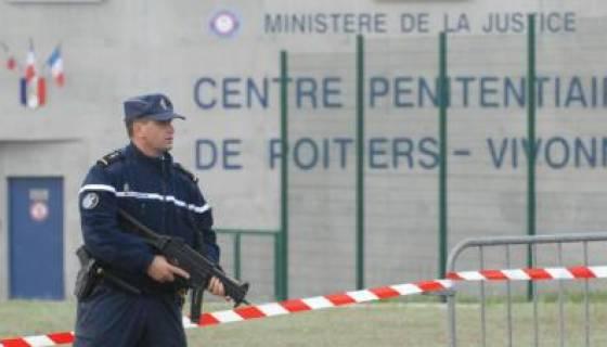 Mutinerie dans une prison française : des blessés et un bâtiment incendié