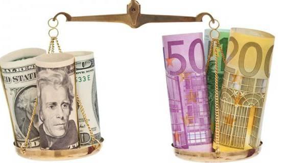 L'euro retombe à ses plus bas niveaux depuis 14 ans face au dollar