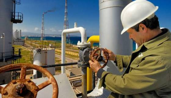Le cours du pétrole recule à 51,83 dollars à Londres