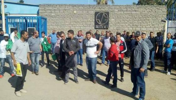 Les travailleurs de la SNVI protestent à Tiaret