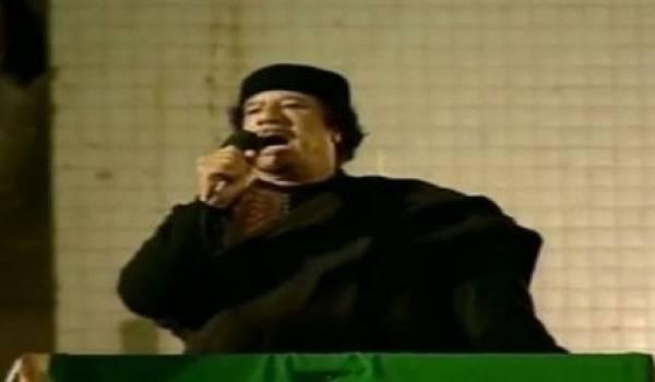 """Libye: Kadhafi appelle le groupe de contact à cesser """"l'offensive barbare"""""""