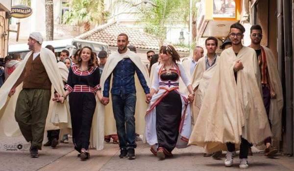De superbes défilés en tenues traditionnelles.