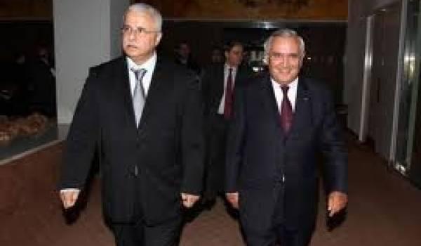 Le ministre Mohamed Benmeradi et Jean-Pierre Raffarin, chargé par le président français de négocier les gros contrats.