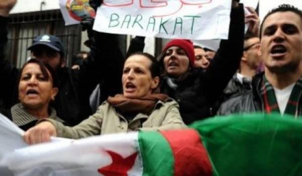 Les femmes algériennes sont tout aussi brimées par le pouvoir en Algérie. Ici action du mouvement Barakat.
