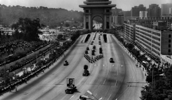 Les funérailles ont été suivies par des milliers de soldats et citoyens coréens.