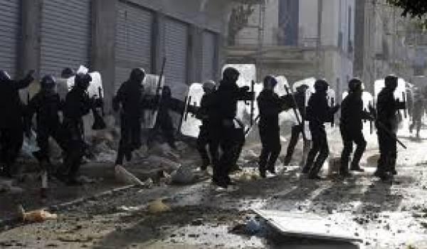 Des émeutes ont éclaté suite à l'humiliation subi par un jeune dans un commissariat.