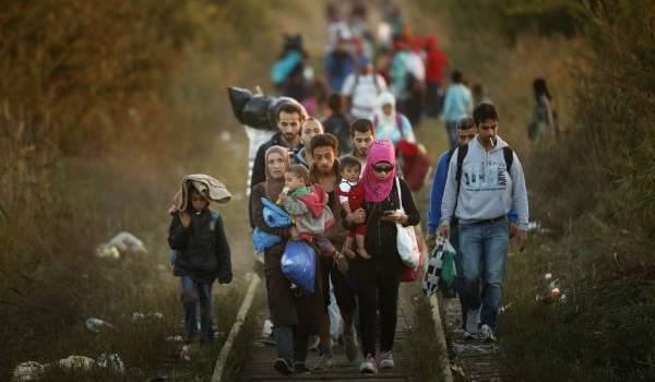 Fuir la guerre, le sauve-qui-peut pour protéger sa famille. Des milliers de migrants rejoignent l'Europe.