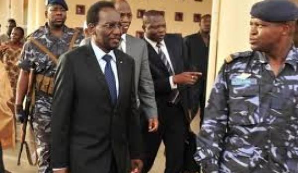 Le président intérimaire à fort à faire pour rétablir la paix.
