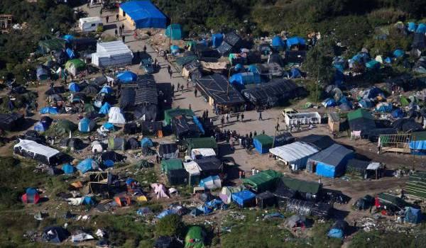 Calais, un immense bidonville où s'entassent près de 6 000 migrants.