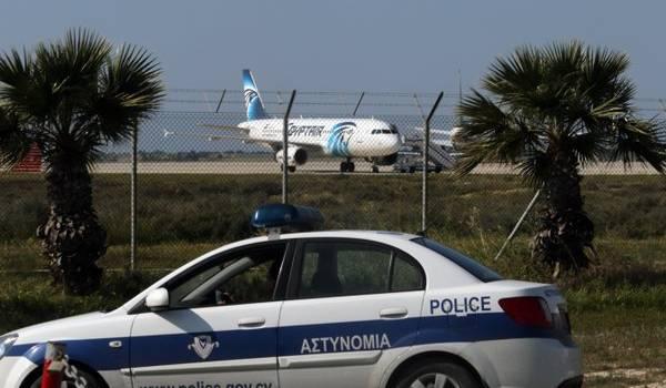 Le pirate qui a menacé de faire exploser l'avion d'Egypt Air a été arrêté.