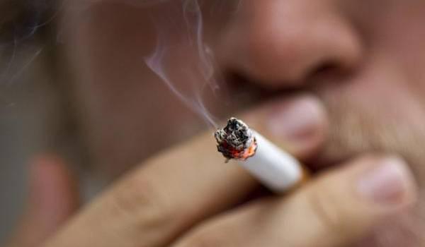 Des voyageurs ont fumé dans l'enceinte de l'aéroport d'Oran au mépris de la loi