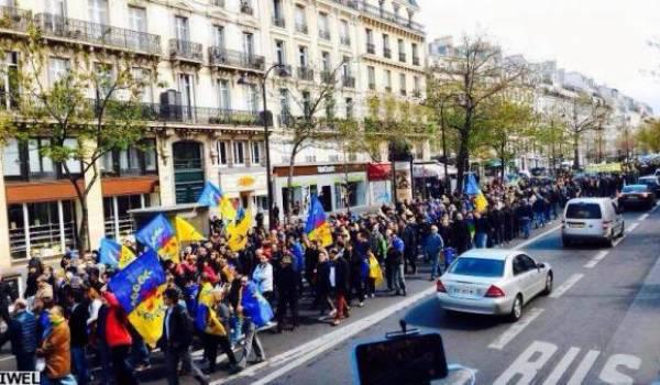 Les militants du MAK à Paris.
