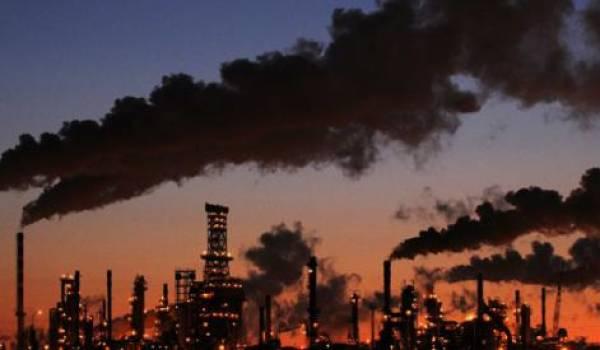 Quatre gros producteurs gèlent leur production de pétrole.
