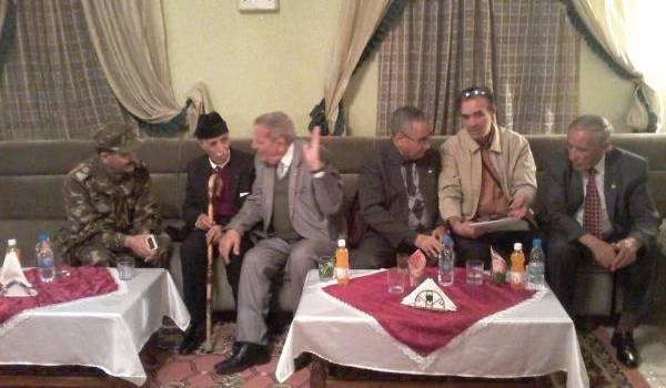 Quelques-uns des moudjahidine avec notre correspondant.