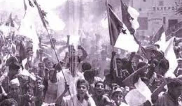 Manifestation de l'indépendance algérienne photographiée par Marc Ribout.