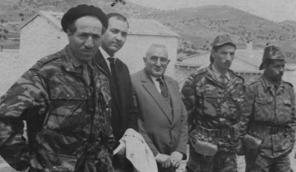 Tahar Zbiri et des compagnons