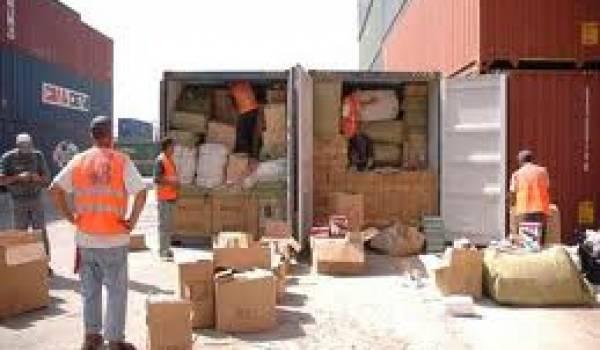 Les articles chinois de contrefaçon pourrissent le commerce en Algérie.