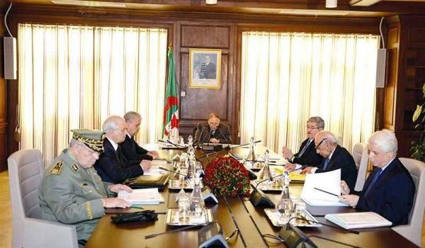 Le chef de l'Etat a réuni un conseil de ministres restreint.