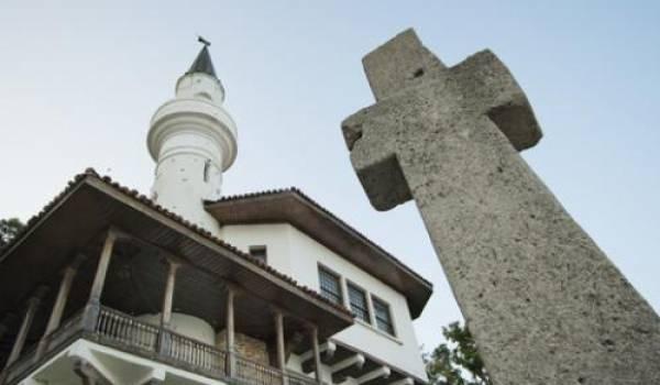 Les religions continuent à se faire la guerre par d'autres moyens que les armes