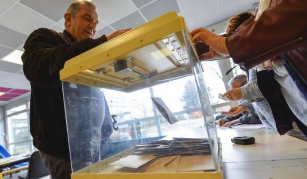 Le vote aux régionales a révélé la montée en voix du FN. Photo de François Navarro.