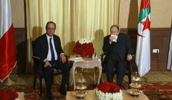Abdelaziz Bouteflika recevant François Hollande à Alger.