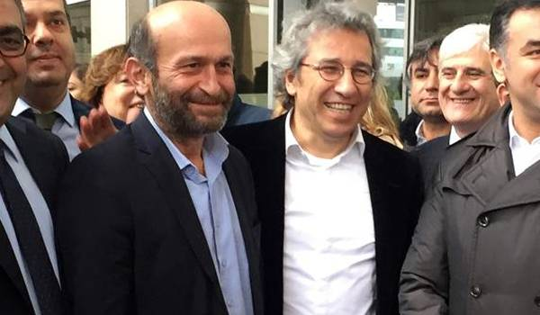 Dan Dündar, et d'Erdem Gül libérés.