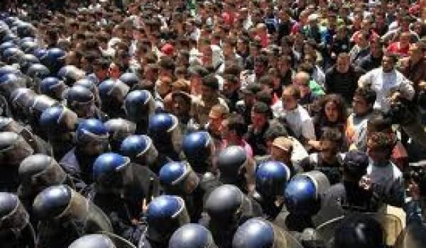 L'interdiction et la répression policière de tout rassemblement en Algérie ont été soulevés par l'ONG.