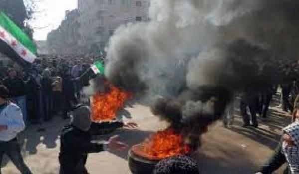 La révolte ne faiblit pas malgré la féroce répression militaire.