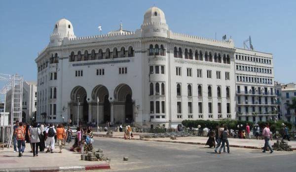 La crise pétrolière qui se profile va avoir un impact sur l'économie algérienne