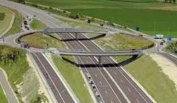 Trois entreprises chinoises sont condamnées dans le cadre de l'autoroute Est-Ouest.