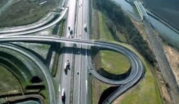 L'autoroute Est-Ouest est l'exemple type des surcoûts faramineux de tous les projets depuis 10 ans