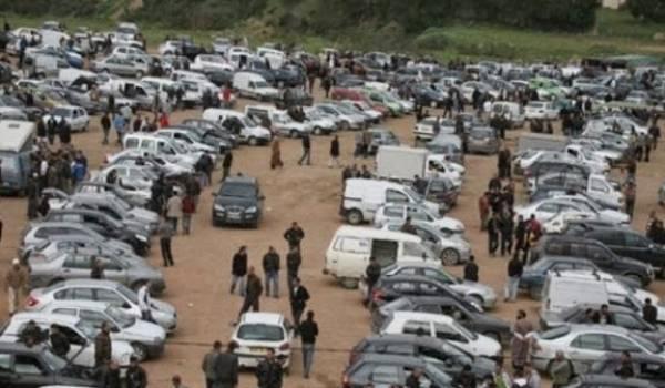 Le marché de voitures des Castors toujours aussi anarchique.