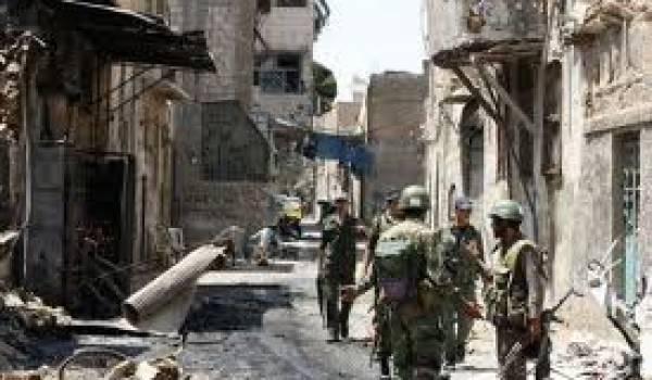 La capitale est soumise au pilonnage pour repousser les insurgés.