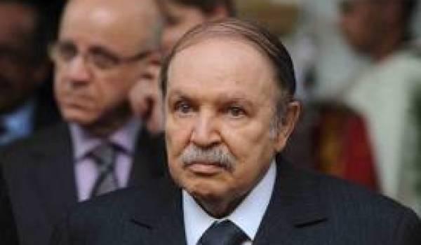Abdelaziz Bouteflika paralyse le pays.