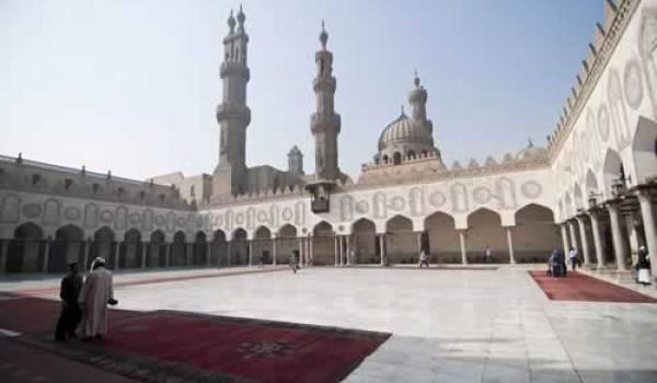 """L'université d'El-Azhar au Caire : un foyer de """"salafistes""""..."""