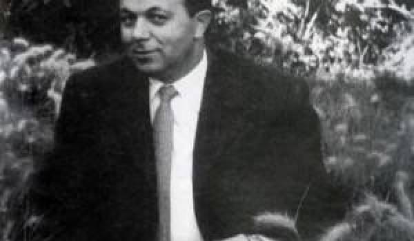 Abane Ramdane: l'architecte du Congrès de la Soummam disputé par les deux partis kabyles.