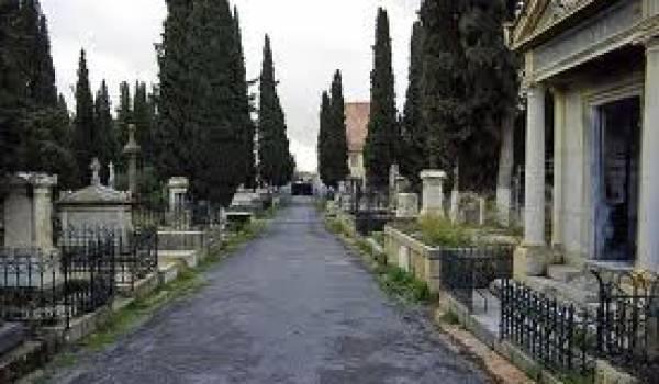 Il existe 523 cimetières chrétiens et juifs en Algérie regroupant 210 000 tombeau.