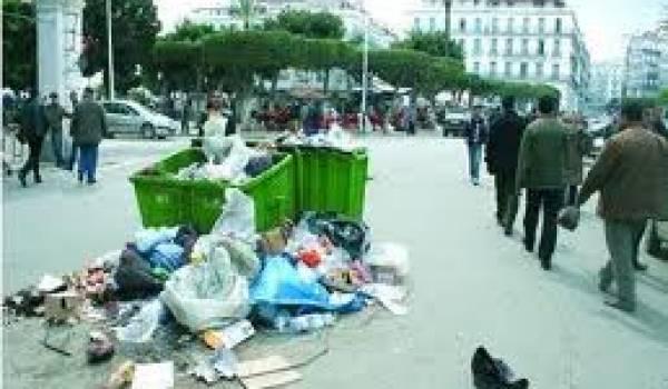 Le manque de civisme et la faillite dans la gestion des communes sont à l'origine de la saleté de nos villes.