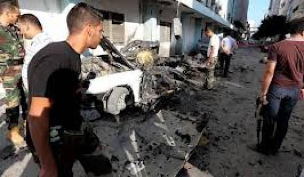 Des pro-Kadhafi réfugiés en Algérie et en Tunisie seraient derrière l'attentat, selon des responsables libyens.