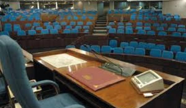 Sept sièges de députés sont à pourvoir.