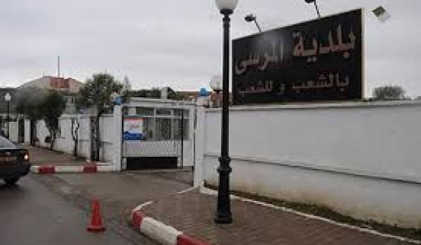 Des travaux au port d'El Marsa arrêtés depuis une année.