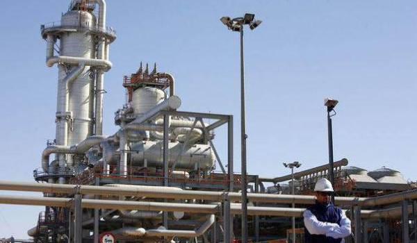 Au lieu du tout hydrocarbures, l'Algérie doit chercher un autre modèle économique avant qu'il ne soit trop tard.