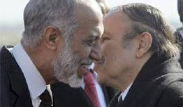 Belkhadem et Bouteflika : les compères du viol de la Constitution.