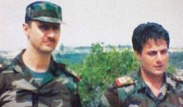 Le général Tlass au côté de Bachar Al Assad.