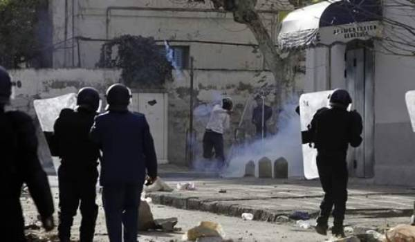 Entre répression policière, harga et chômage, l'horizon des jeunes Algériens est obstrué