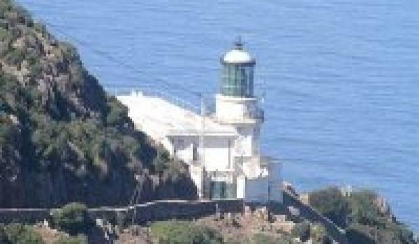 Le phare de bougaroune, le veilleur de la mer.