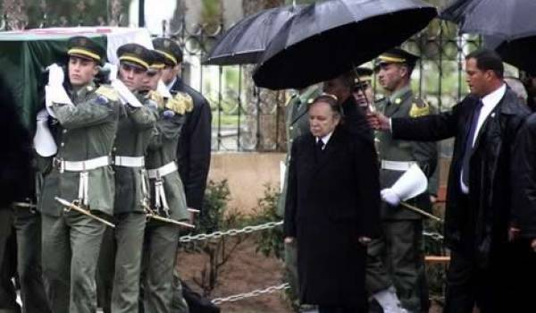Aux obsèques d'Ahmed Ben Bella le 13 avril 2012