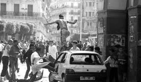Les dix premiers jours d'octobre 1988, l'Algérie a connu de manifestations réprimées par l'armée.