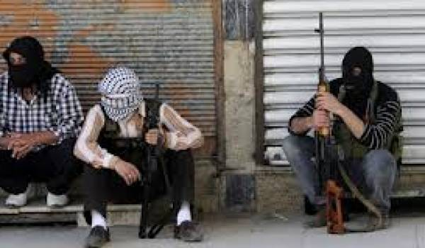 Les combattants de l'ASL affrontent les Palestiniens du FPLP-CG pro-Assad
