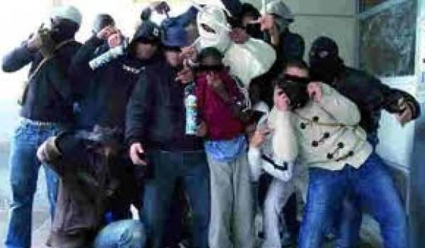 Des bandes de voyous font régner la loi dans certains quartiers oranais.